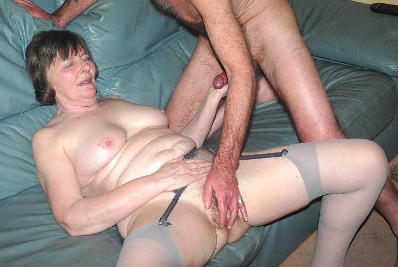 Mature mom fucked by multiple cocks 9