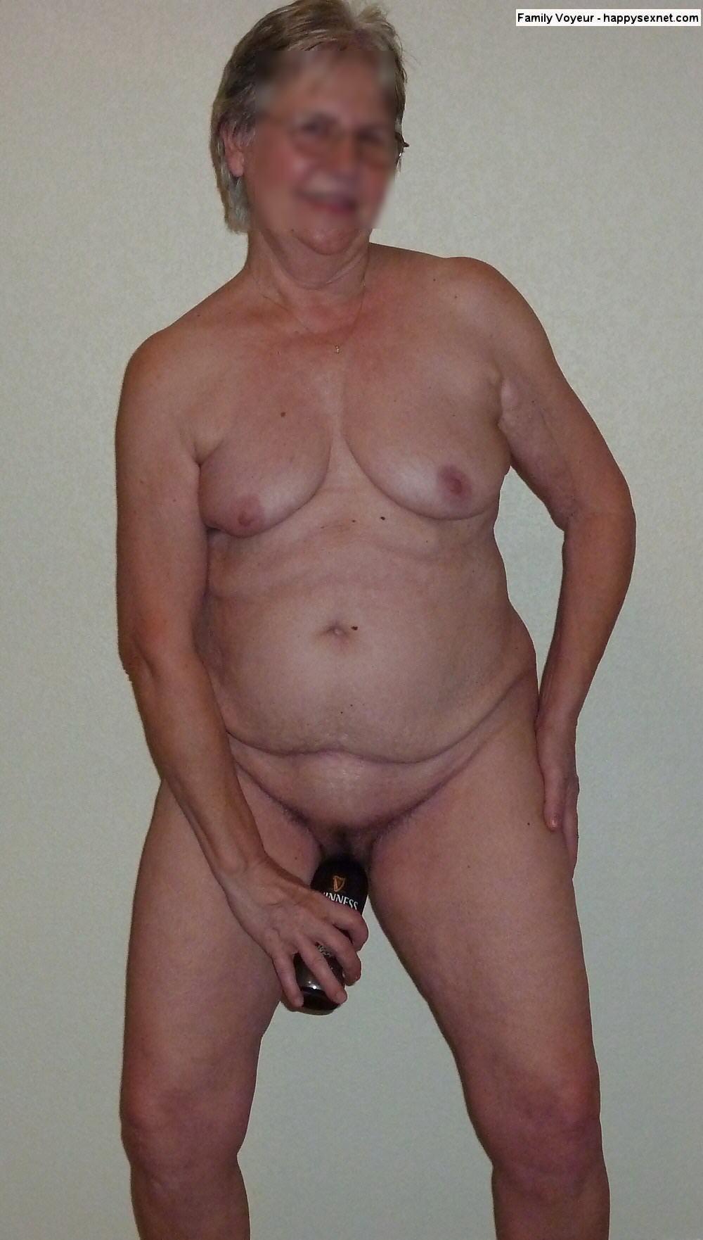 Spying my mom in toilet finally caught her masturbating 2
